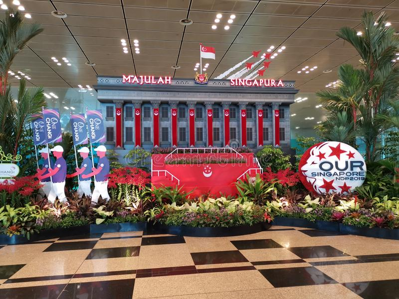 Skärm Singapore för nationell dag 2019 på den Changi flygplatsen royaltyfria bilder