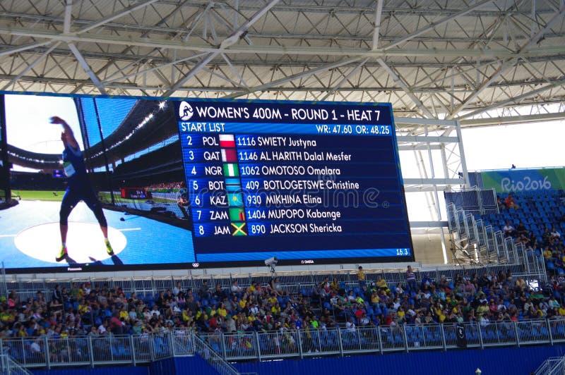 Skärm som visar idrottsman nennamn på Rio2016 arkivfoto