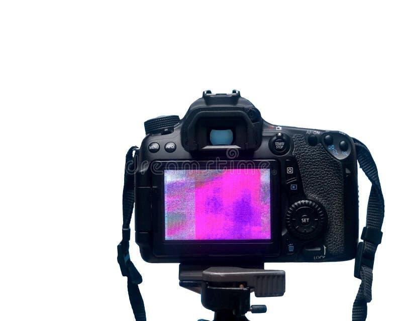 Skärmskärm för DSLR LCD med PIXELtextur av kameramatrisen på en tripod på vit bakgrund royaltyfri fotografi