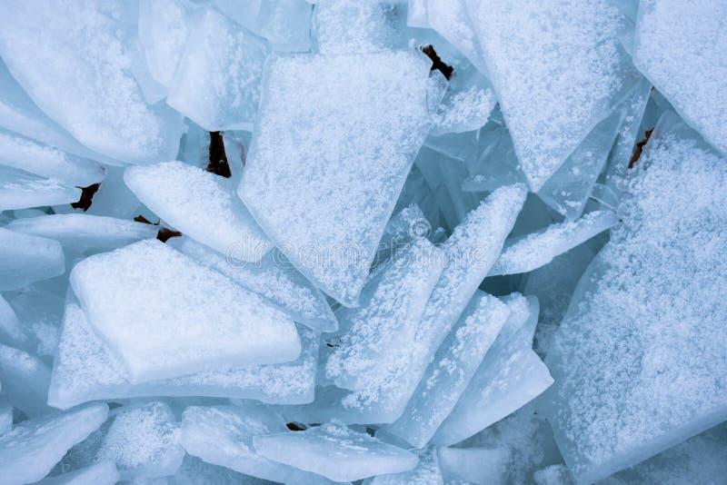 Skärvor av is överst av Lake Michigan arkivfoton