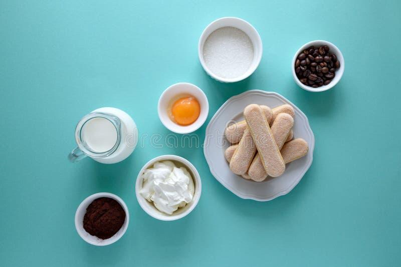 Składniki dla kulinarnego tiramisu: gąbka dotyka ciastka Savoiardi, Ladyfinger, ciastko, mascarpone, śmietanka, cukier, kakao, ka fotografia royalty free
