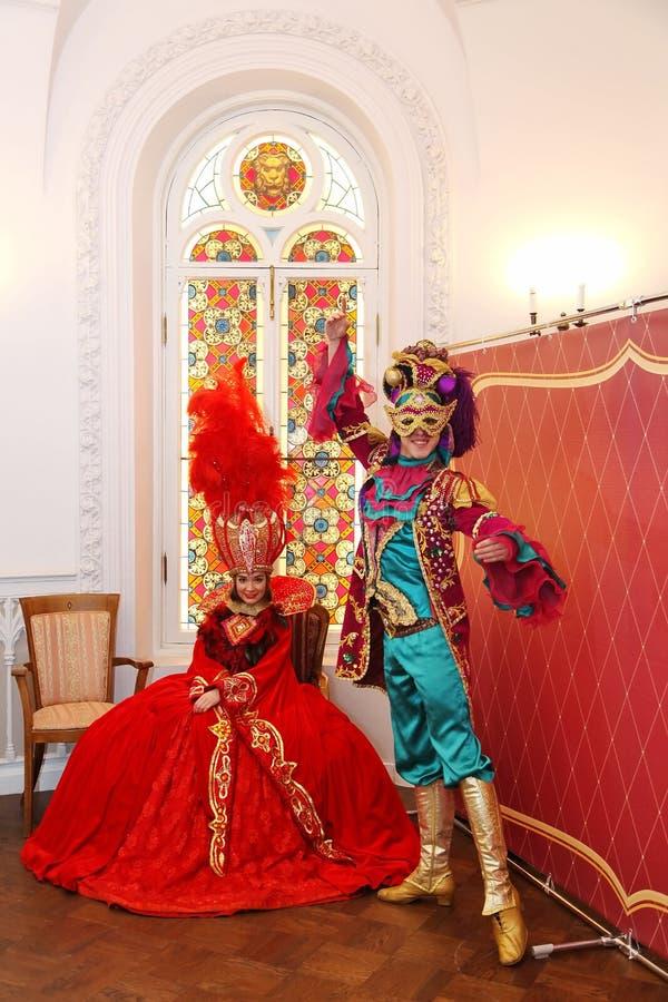 Skådespelare av teatern av balett, premiärministern hälsade gäster i de statliga rummen av slotten Olympia arkivbild