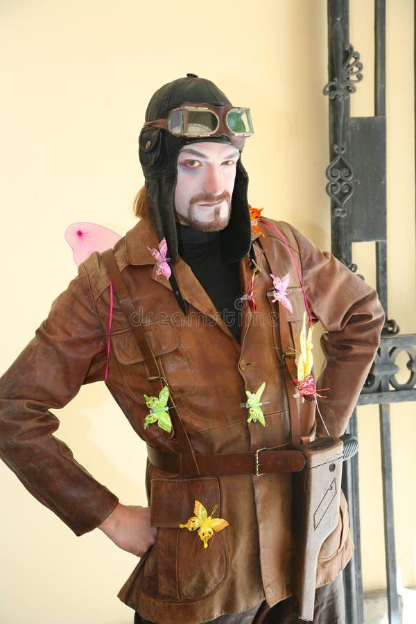 Skådespelaretecknare Jaroslav Rozanov i retro dräktpilotluft royaltyfria bilder