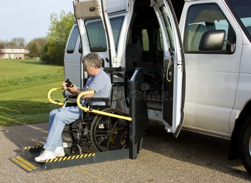 Skåpbil för rullstolelevator royaltyfri bild