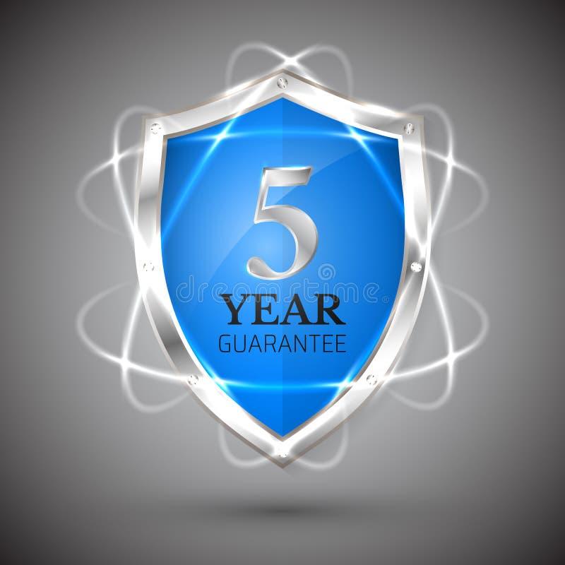 Sköld med en garanti 5 år symbol Garantietikettåtaganden Säkerhettecken Skydda emblemet Säkerhetsvektorillustration vektor illustrationer