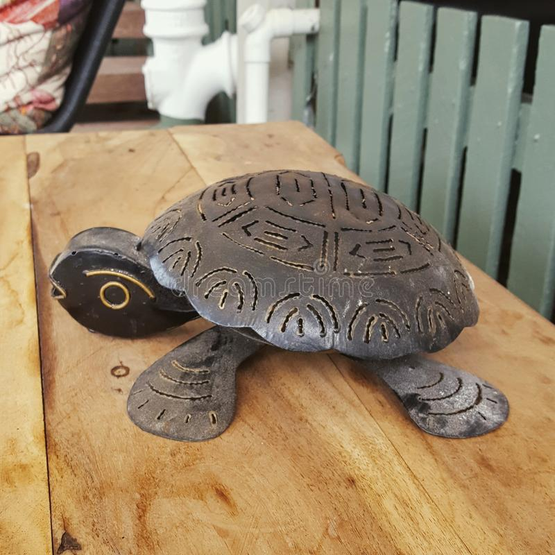 Sköldpaddametallprydnad royaltyfri bild