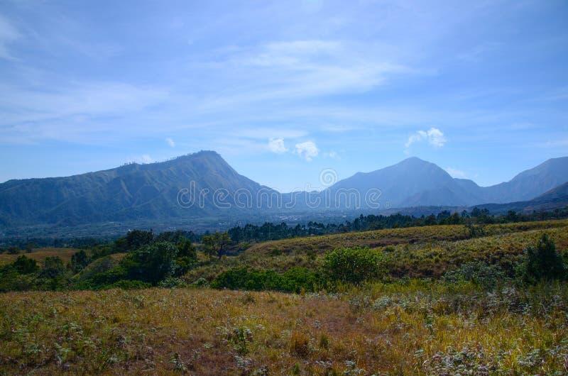 Skönhet av naturen på monteringsrinjanien, lombok indonesia fotografering för bildbyråer
