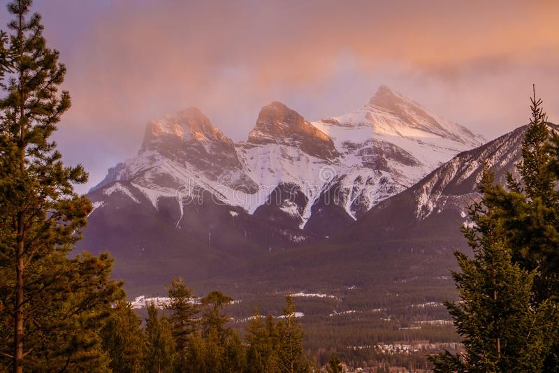 Skönhet av pilbågedalberg, Canmore, Kanada fotografering för bildbyråer