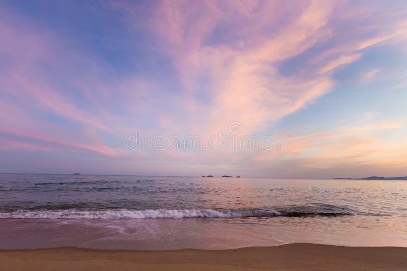 Skönhet av sandhavet och himmel efter solnedgång fotografering för bildbyråer