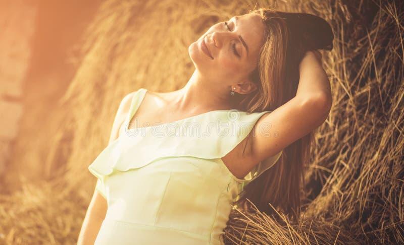 Skönhet kommer från inre royaltyfri fotografi