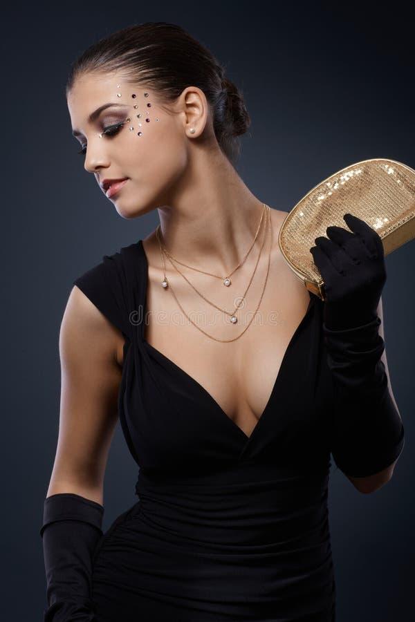 Skönhet som kläs för elegantt parti royaltyfri foto