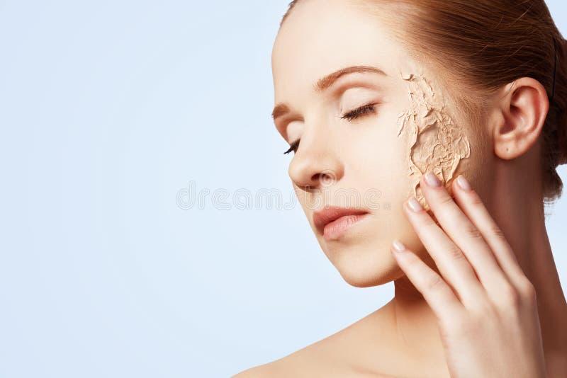 Skönhetbegreppsföryngring, förnyande, hudomsorg, hudproblem royaltyfri fotografi