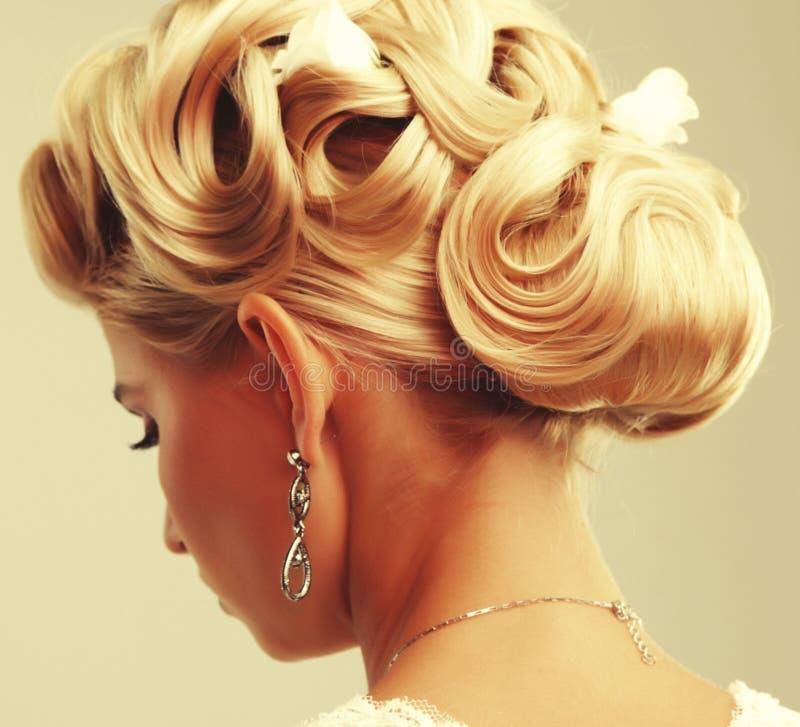Skönhetbröllopfrisyr Brud arkivfoto