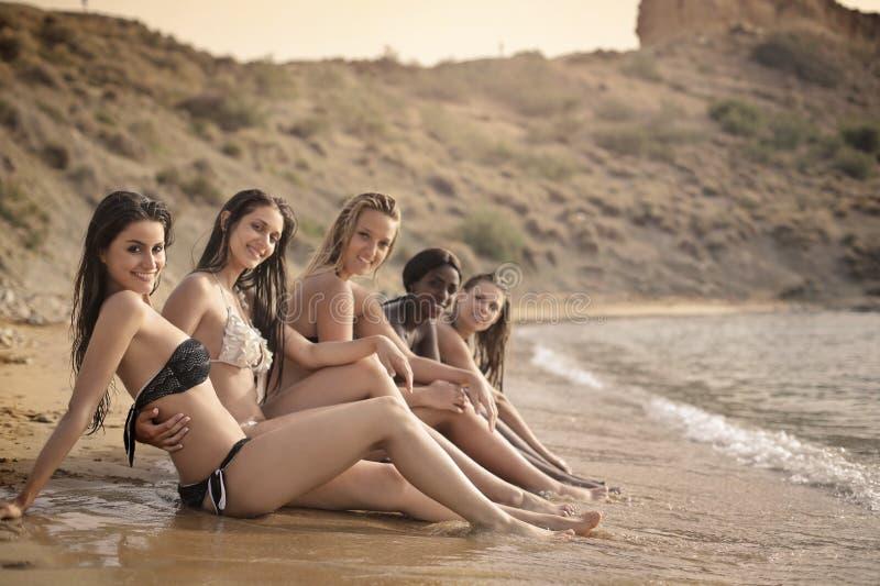 Skönheter på stranden royaltyfria bilder
