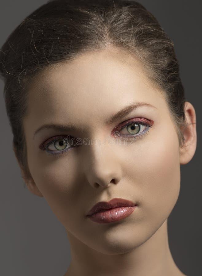 Skönhetflicka i närbildstående fotografering för bildbyråer