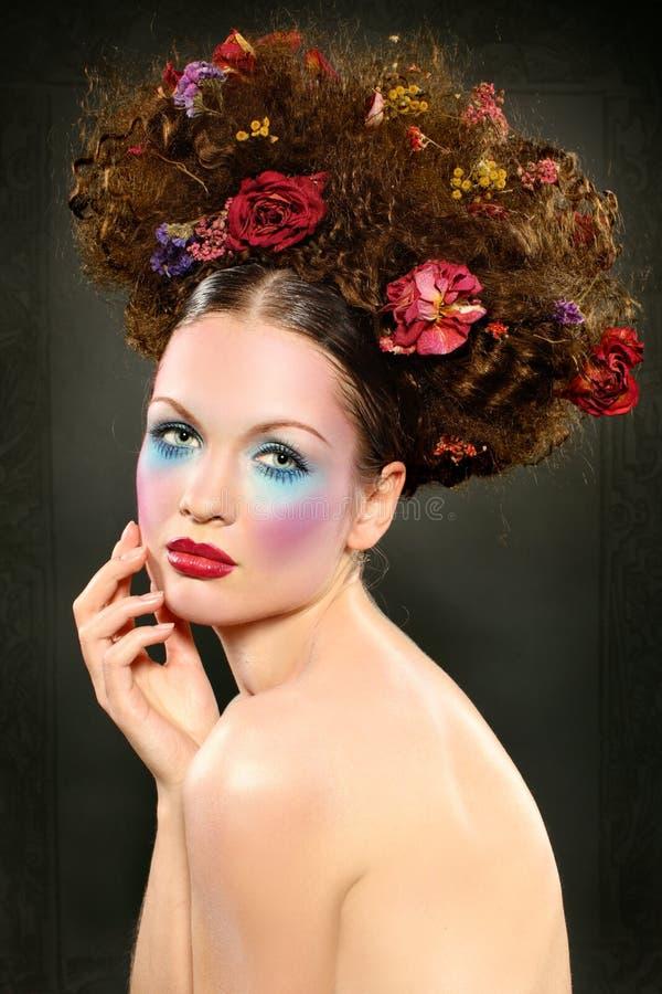 Skönhetflicka med ljus makeup royaltyfria bilder