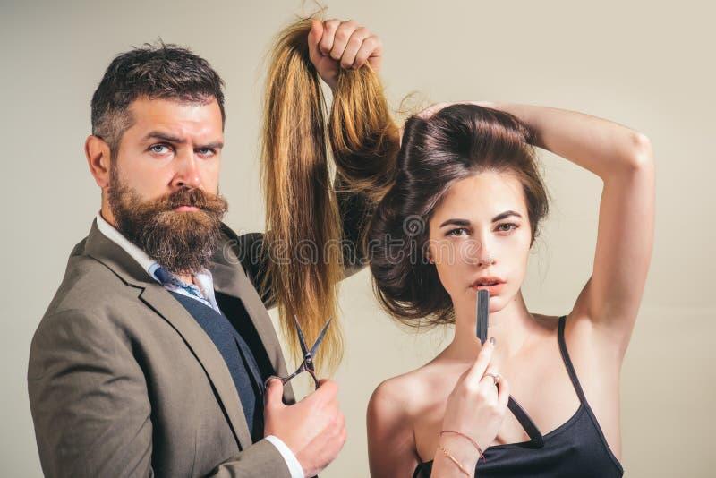 skönhetflicka med sunt hår hår long Stilfull frans frisör skönhetsalong Utforma snittet för mycket långt hår arkivfoton