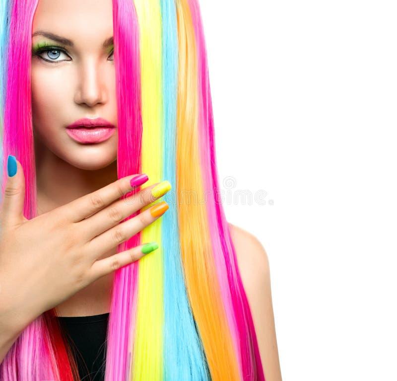 Skönhetflickastående med färgrik makeup arkivfoton