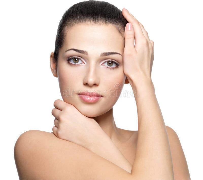 Skönhetframsida av den unga kvinnan. Begrepp för hudomsorg. arkivbilder