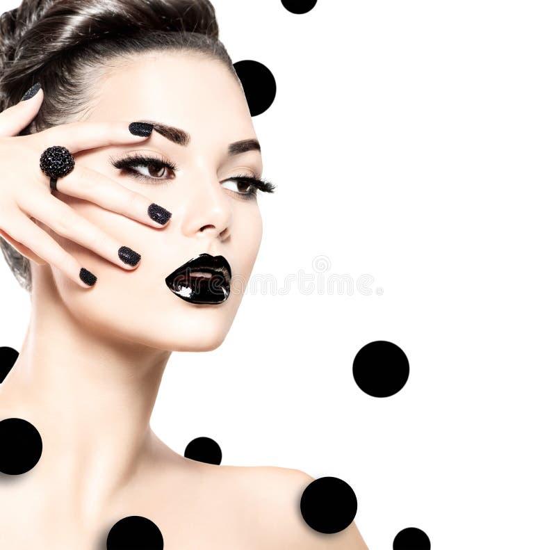 Skönhetmodellflicka med svart makeup och långa lushes royaltyfri fotografi