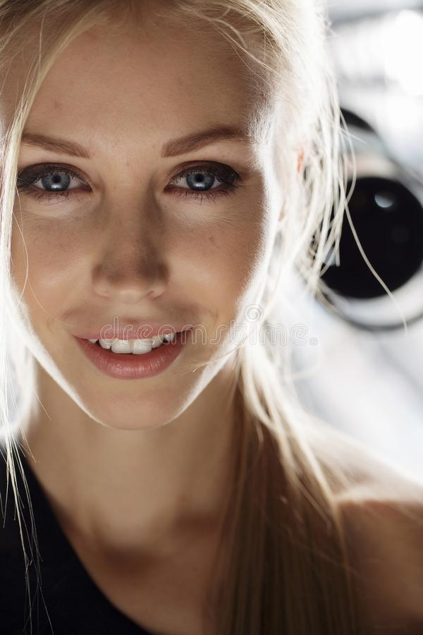 Skönhetmodellframsida royaltyfria bilder
