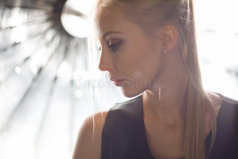 Skönhetmodellframsida royaltyfri foto