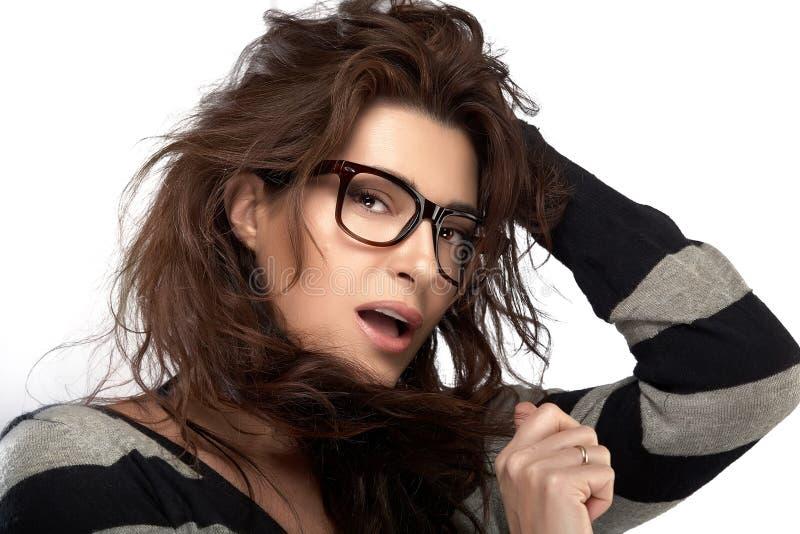 Skönhetmodemodell Girl With Eyeglasses Kall moderiktig Eyewear fotografering för bildbyråer
