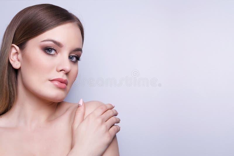 Skönhetmodemodell Woman, stående arkivfoto
