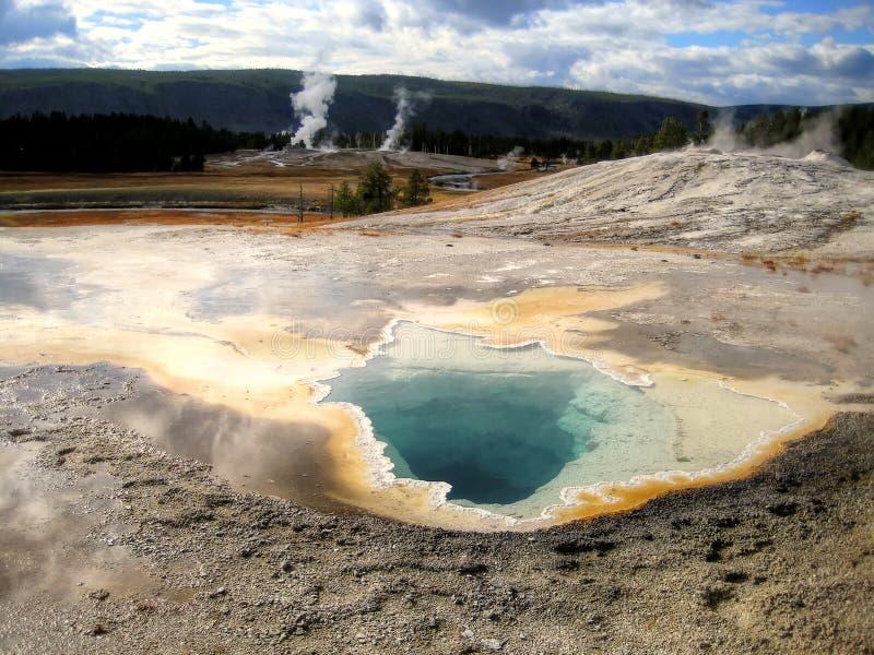 Skönhetpölhandfat i Yellowstone (Wyoming, USA) arkivbild