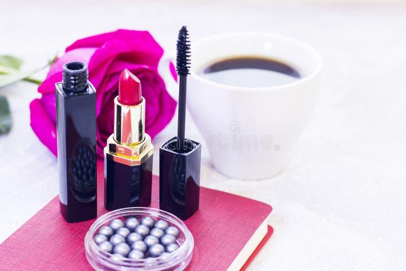 Skönhetsmedel med en ros royaltyfri foto