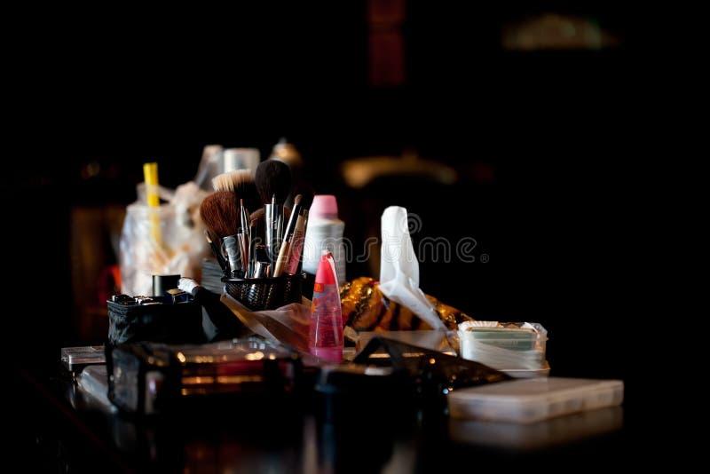 skönhetsmedel ställde in för sminkkonstnär på naturljus arkivfoto