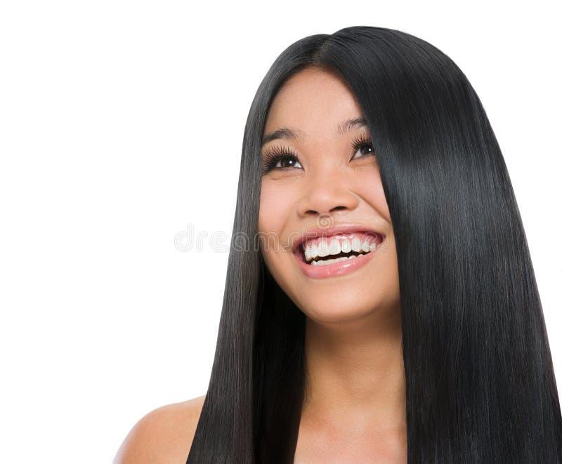 Skönhetstående av att le den asiatiska flickan arkivbild