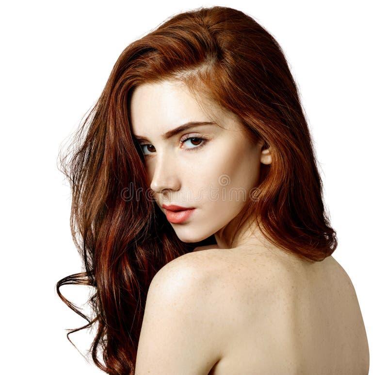 Skönhetstående av rödhårig mankvinnan med perfekt hud arkivfoton