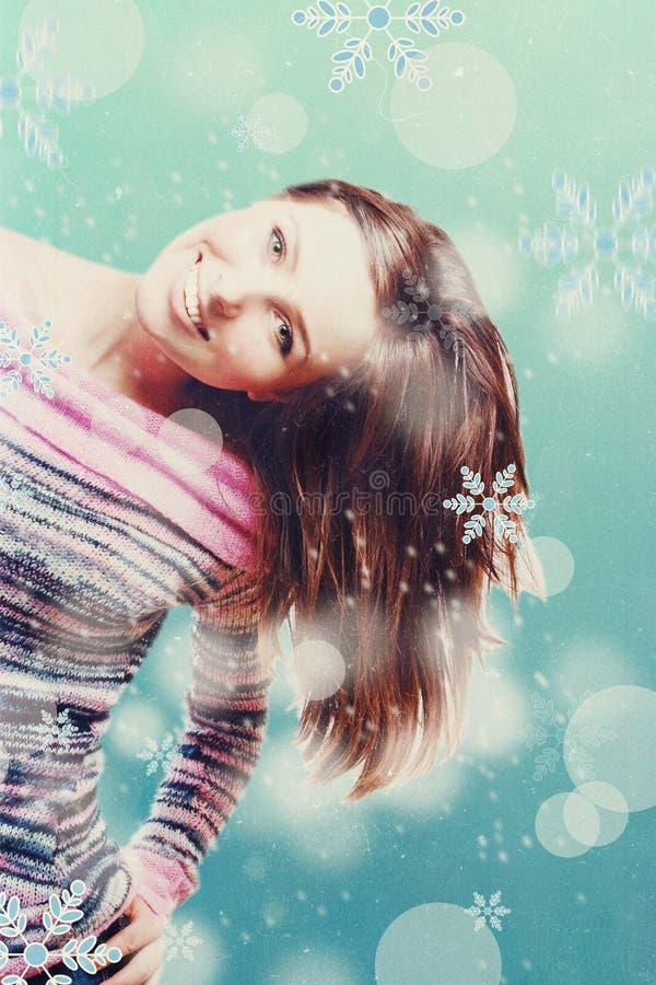 Skönhetung flicka med snowboarden fotografering för bildbyråer