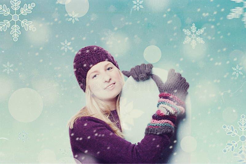 Skönhetung flicka med snowboarden arkivfoton