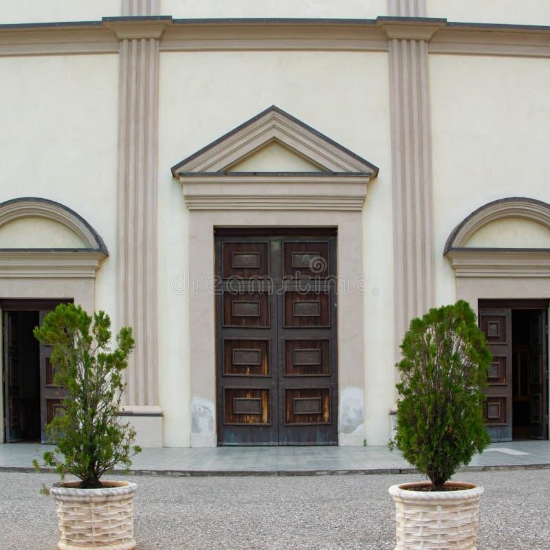 Skördsikt av den huvudsakliga ingången av den St Francis kyrkan, Scutari royaltyfri bild