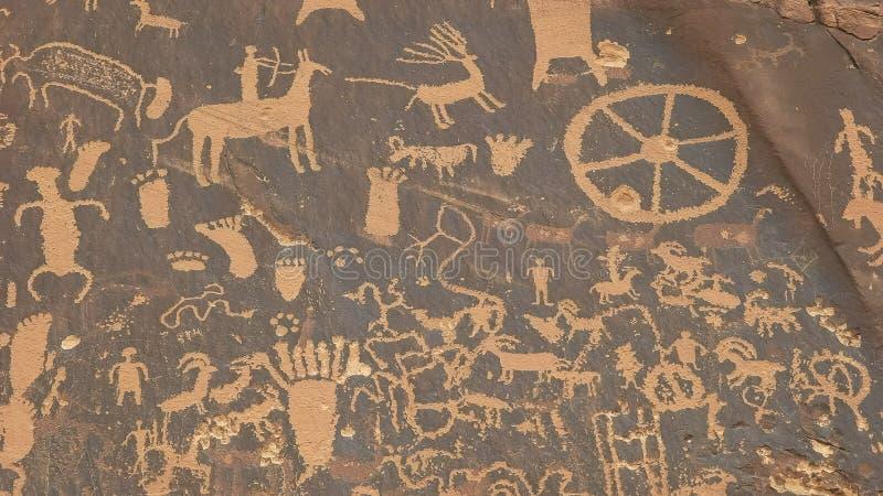 Sköt av amerikansk indisk konst på tidningen vaggar, utah arkivbilder