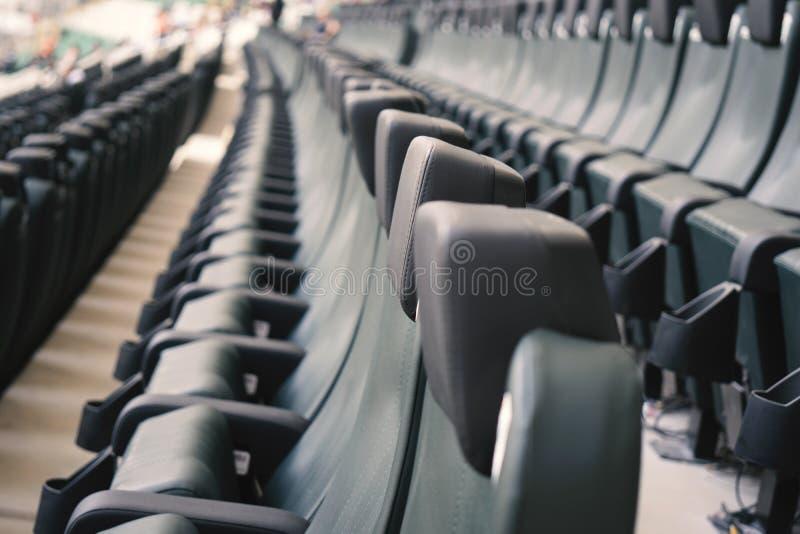 Sköt av rader av placering i en sportstadion arkivfoton