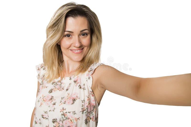 Sköt den blonda kvinnan för ungt nätt mode som tar själv, fotoet fotografering för bildbyråer