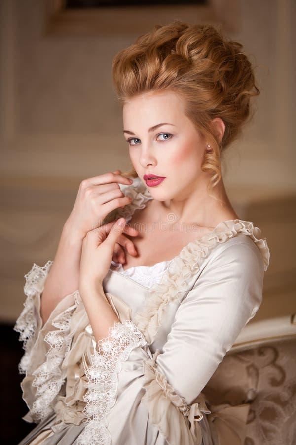 Sköt inomhus i den Marie Antoinette stilen arkivfoton