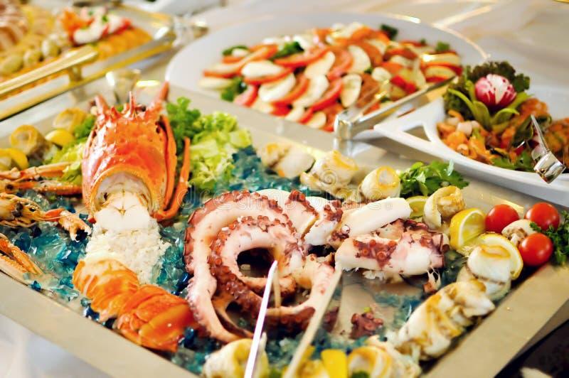 Sköta om upp mat, havsmat, slut arkivbild