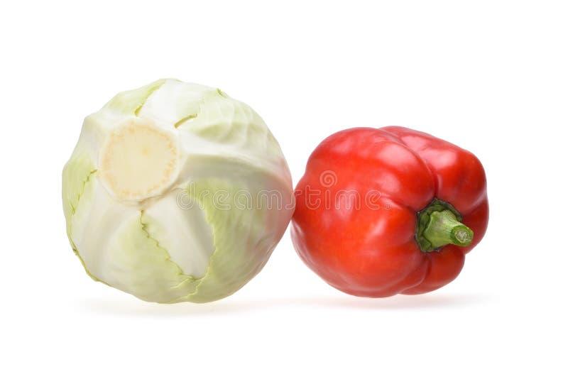 Skład biała kapusta i czerwony dzwonkowy pieprz z zieloną rękojeścią zdjęcia royalty free