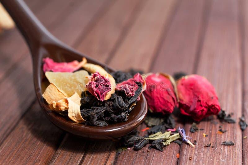 Skład naturalna herbata z różą Makro- fotografia herbaciany płatek zdjęcia stock