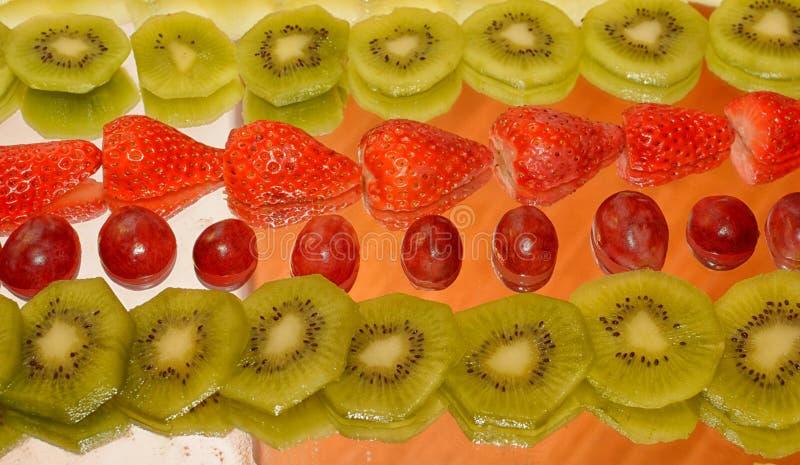 Skład rozmaitość owoc, pomarańczowy kiwi ananas obraz stock