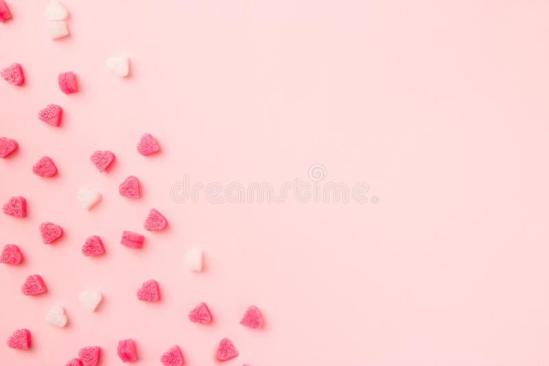 Skład Walentynek Różowe serca na różowym tle Koncepcja walentynkowa, projekt Płaska, widok z góry, kopia obrazy royalty free