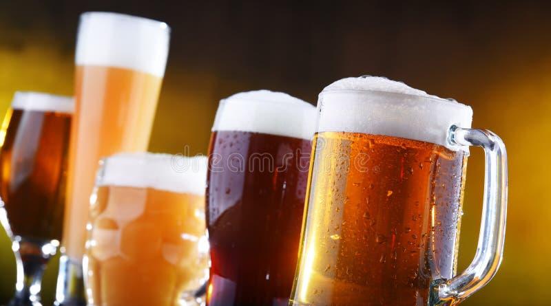 Skład z pięć szkłami piwo zdjęcia stock