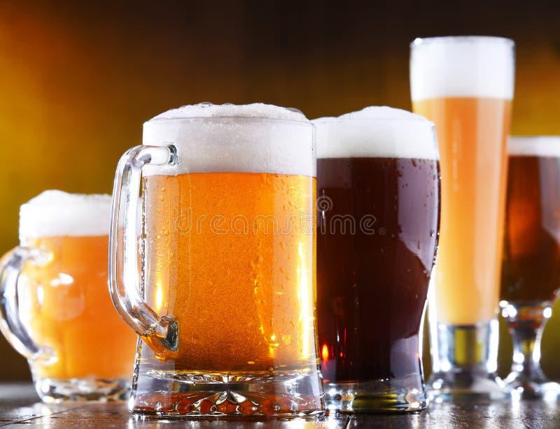 Skład z pięć szkłami piwo fotografia royalty free