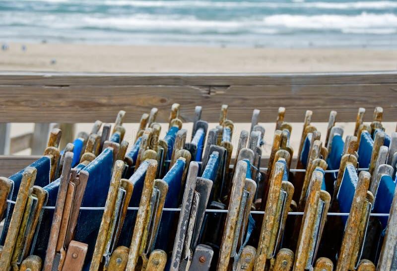 składający plażowi krzesła obraz stock