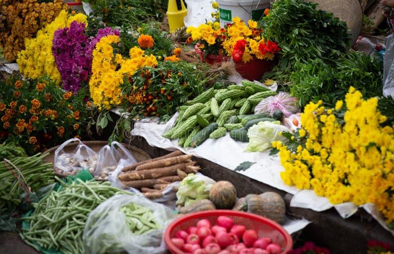 Składanka owoc, warzywa i kwiaty, obraz stock