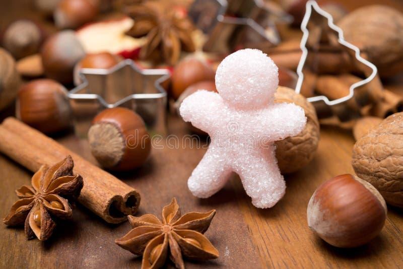 Składniki dla Bożenarodzeniowego pieczenia i cukrowego małego mężczyzna obrazy stock